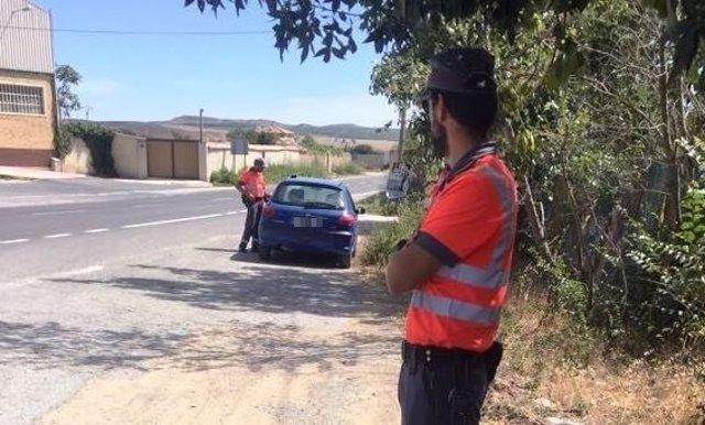 Momento de la inmovilización del vehículo por parte de la Policía Foral