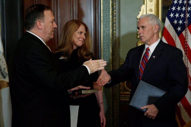 Mike Pompeo toma posesión como nuevo director de la CIA