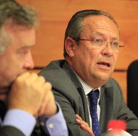 Ruiz Molina pide a PSOE y Podemos que retiren su enmienda sobre la carrera profesional de altos cargos
