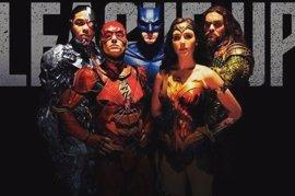 Los héroes de La Liga de la Justicia muestran su verdadero rostro en el póster internacional
