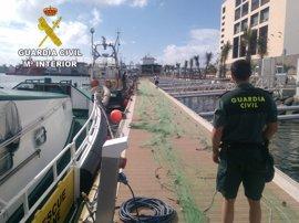 La Guardia Civil intercepta un barco que pretendía pescar en una zona protegida de Gran Canaria