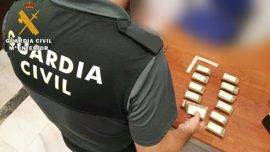 Detenido en La Carlota (Córdoba) un vecino de Sevilla por portar en su mochila más de un kilo de hachís
