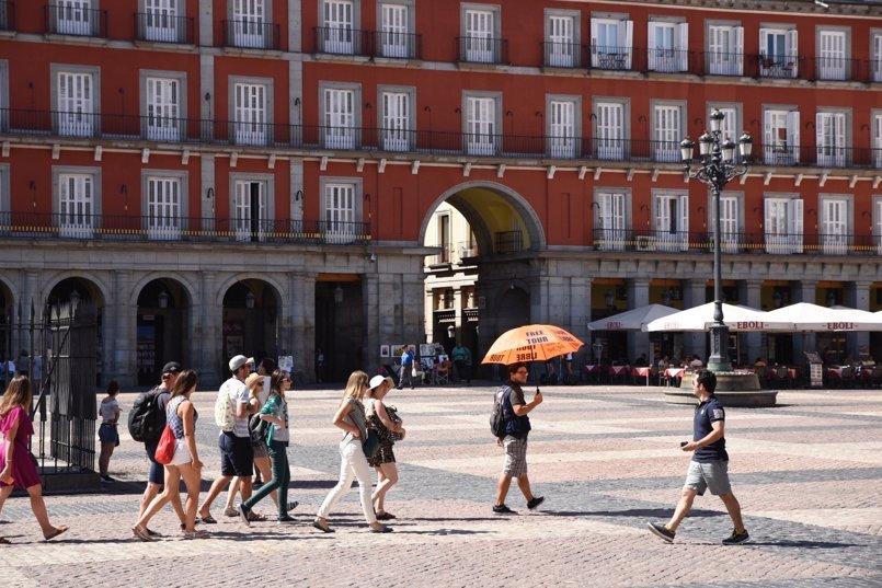 Carmena apuesta por descentralizar el turismo para que no solo se identifique con el centro
