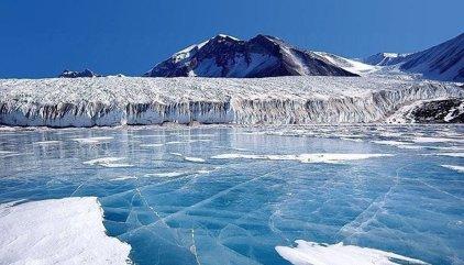 Científicos descubren 91 volcanes bajo el hielo de la Antártida Occidental