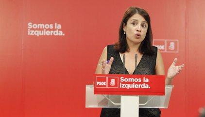"""El PSOE censura las """"esplendorosas vacaciones"""" de Dastis y del marido de Cospedal"""