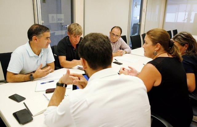 Reunión del PSOE para abordar la crisis de los productores de fruta de hueso
