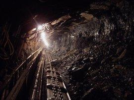 Pobladores en Perú bloquean la ruta utilizada por la minera de cobre Las Bambas
