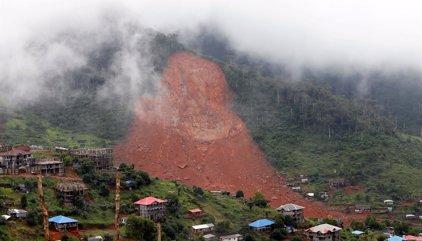 Mueren más de cien niños por la avalancha de tierra en una localidad cercana a Freetown