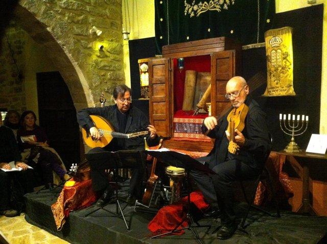 Actuación de los músicos de Ureña