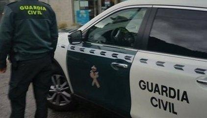 Hallan en el interior de un coche los cuerpos sin vida de una pareja con signos de violencia