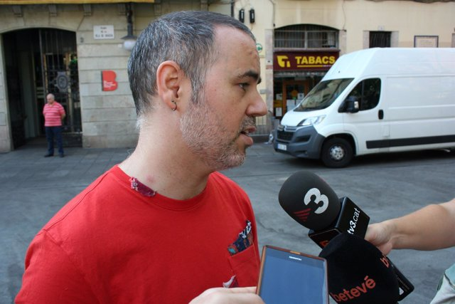 El concejal del distrito de Gracia, Eloi Badia, ante los medios