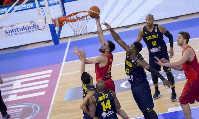 Pierre Oriola anota con España