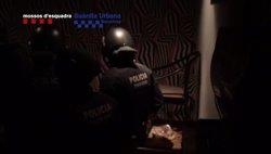 Els Mossos investiguen un pis municipal ocupat al Raval per vendre droga (MOSSOS/GUB)