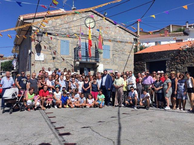 Encuentro del presidente de la Diputación de Ávila con inmigrantes