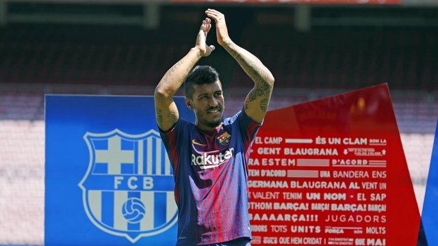 El jugador del FC Barcelona Paulinho, en su presentación en el Camp Nou