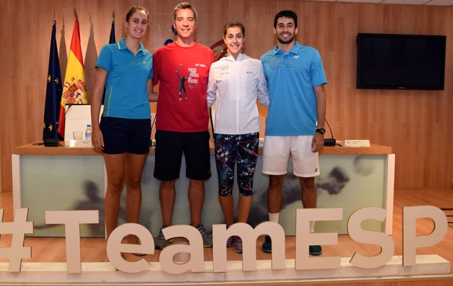 Carolina Marín y Fernando Rivas antes de viajar el Mundial de 2017