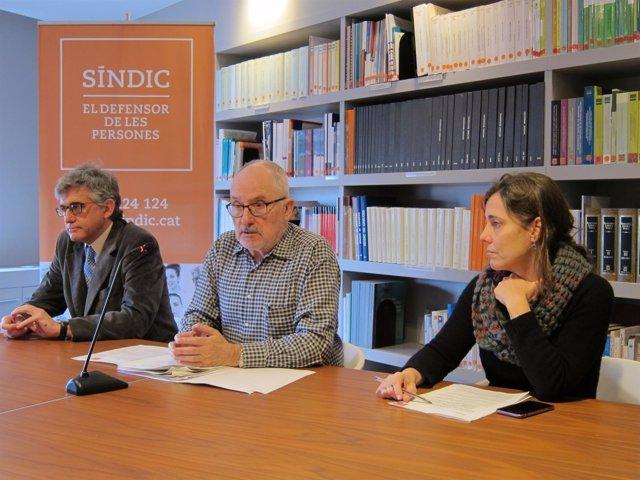 El Síndic Rafael Ribó, con los adjuntos J.Saura y M.J.Larios