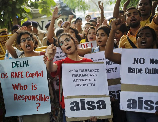 Dozens of indians held a protest against children rapes in the capital