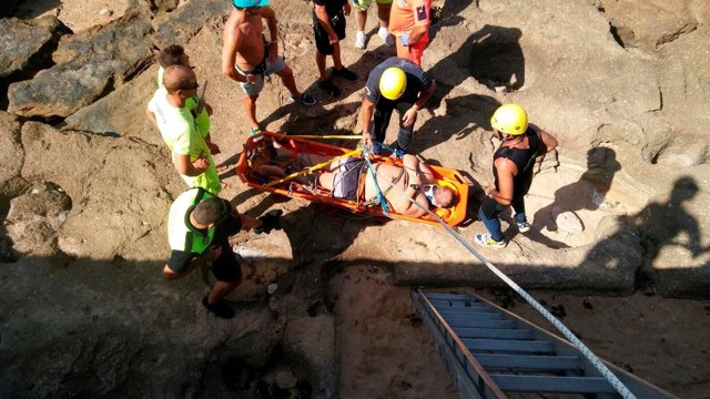 Bomberos intervienen en el rescate en el Castillo de San Sebastián