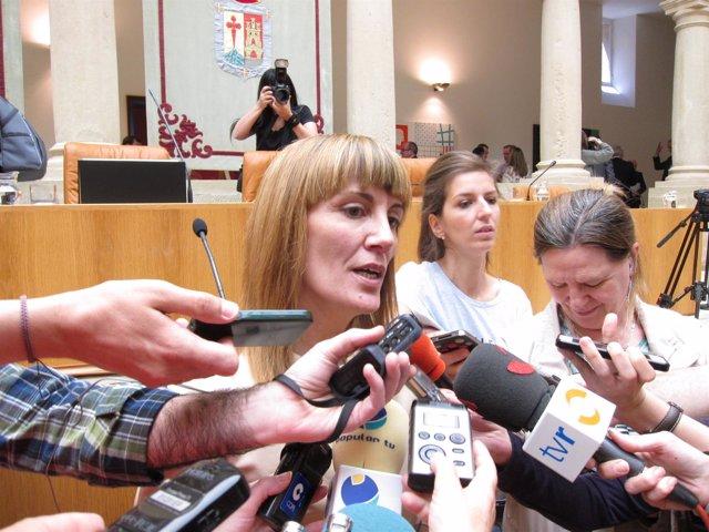 Ana Lourdes González, nueva presidenta del Parlamento atiende a medios