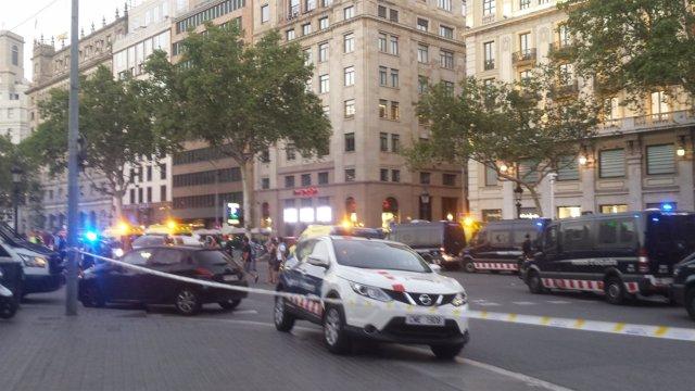 Dispositivo policial en plaza Catalunya