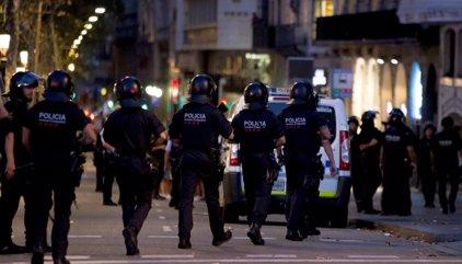 Dos detenidos por el atentado en Barcelona, reivindicado por Daesh, que ha causado 13 muertos y más de 100 heridos