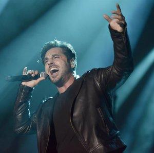 VÍDEO: David Bustamante recuerda a las víctimas de Barcelona en pleno concierto en Málaga