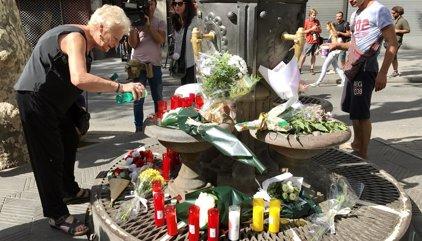Canaletas se convierte en un altar improvisado en recuerdo de las víctimas
