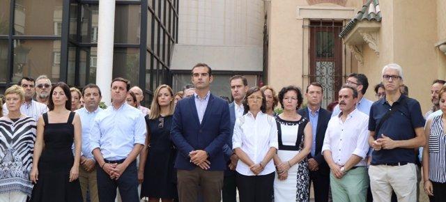 Rosa Aguilar participa en el minuto de silencio de Almería