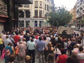 Cientos de personas se concentran en León para mostrar su repulsa ante los atentados de Cataluña