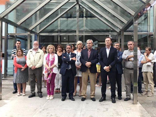 Concentración de condena de los atentados en el Gobierno de Cantabria