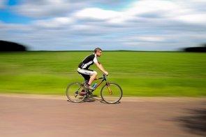 La natación o el ciclismo reducen los episodios de hipotensión (PIXABAY)