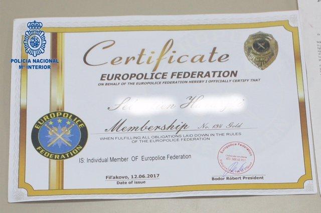 """La Policía Nacional detiene a un ciudadano por su pasaporte de """"fantasía"""""""