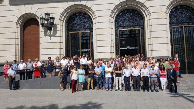 Minuto de silencio en la Diputación de Zaragoza.