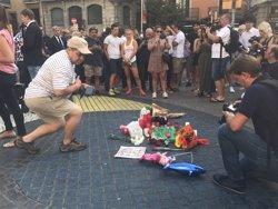 Lanteira acompanya familiars de l'home mort a Barcelona, juntament amb un nebot nét de tres anys (EUROPA PRESS)