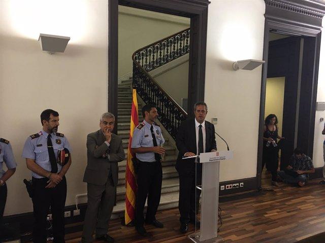 Comparecencia en Interior del mayor J.L. Trapero junto al conseller