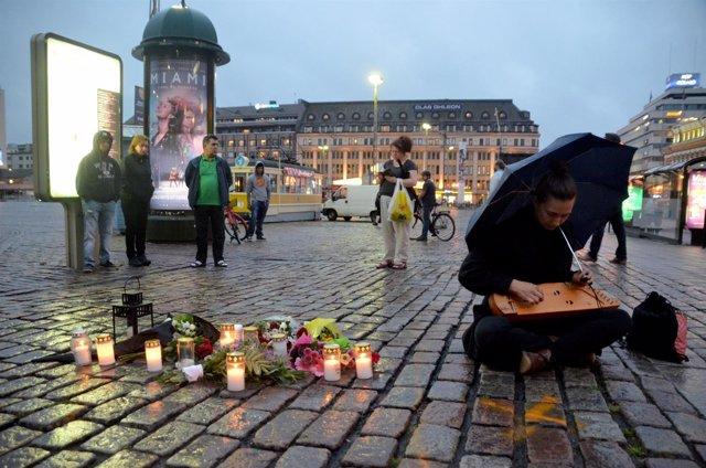 Homenaje a las víctimas del ataque terrorista en Turku