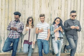 Los canarios hablan 147 minutos al mes a través del teléfono móvil, consumen 1,7 GB y envían 8 SMS