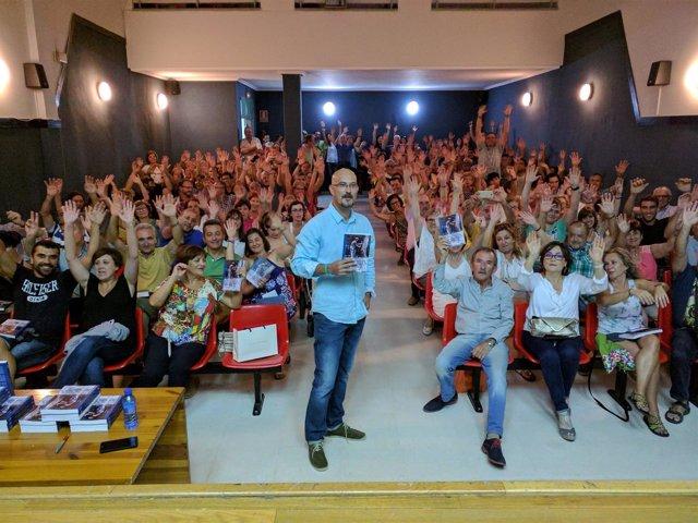 Segovia.- Raúl Martín Vela presenta su libro en Navas de Oro
