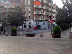 La Paeria instal·la jardineres als accessos a l'Eix Comercial de Lleida per reforçar la seguretat arran dels atemptats (ACN)