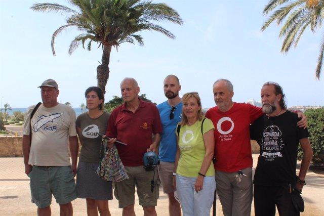 Miembros de las organizaciones ecologistas NABU, Amics de la Terra y GOB