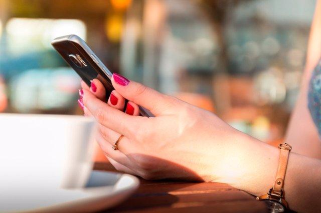 Ataques de phishing en verano en los smartphones