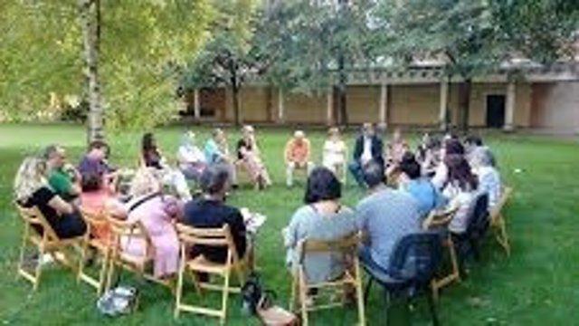 Reunión de vecinos tras las reacciones de odio