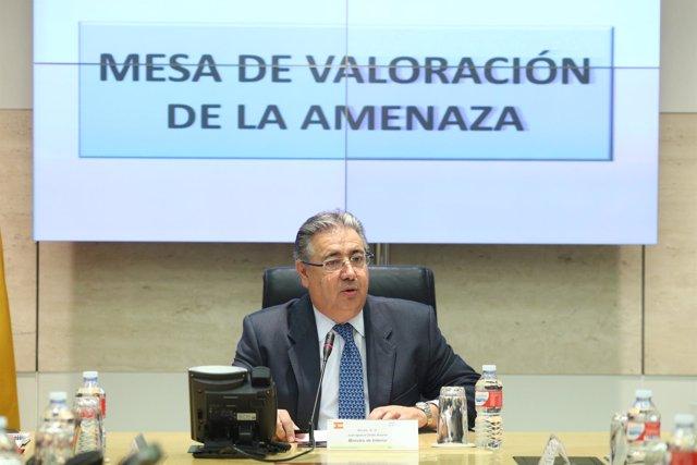 Zoido preside la reunión de la mesa de valoración de la amenaza terrorista