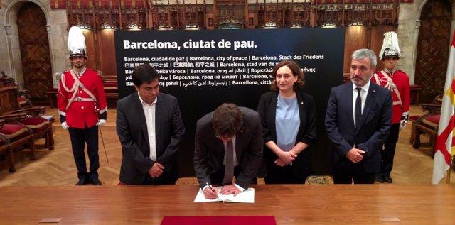 Pte.C.Puigdemont y alcaldesa A.Colau