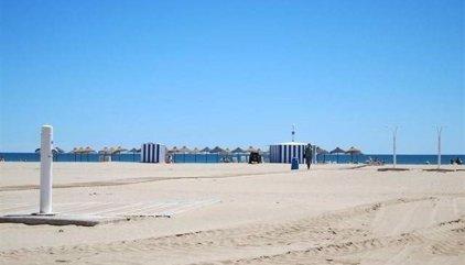 Muere un chico de 15 años en la playa de la Malvarrosa de València después de que le perdieran el rastro en el agua