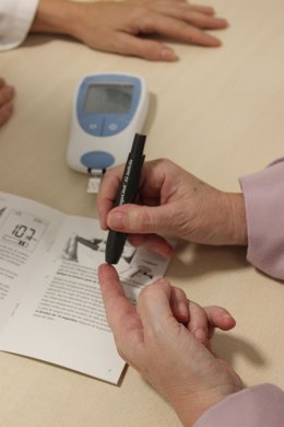 Medidor Sintrom, pacientes con diabetes, diabético, diabéticos