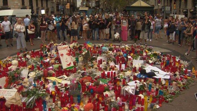 Continúan los homenajes víctimas en La Rambla