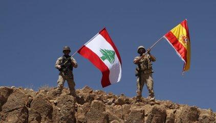El Ejército libanés ondea la bandera española en recuerdo a las víctimas de los atentados en Barcelona y Cambrils