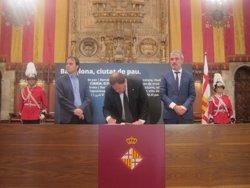 Atemptat.- Junqueras agraeix la tasca dels Mossos després de signar el llibre de condolences (EUROPA PRESS)